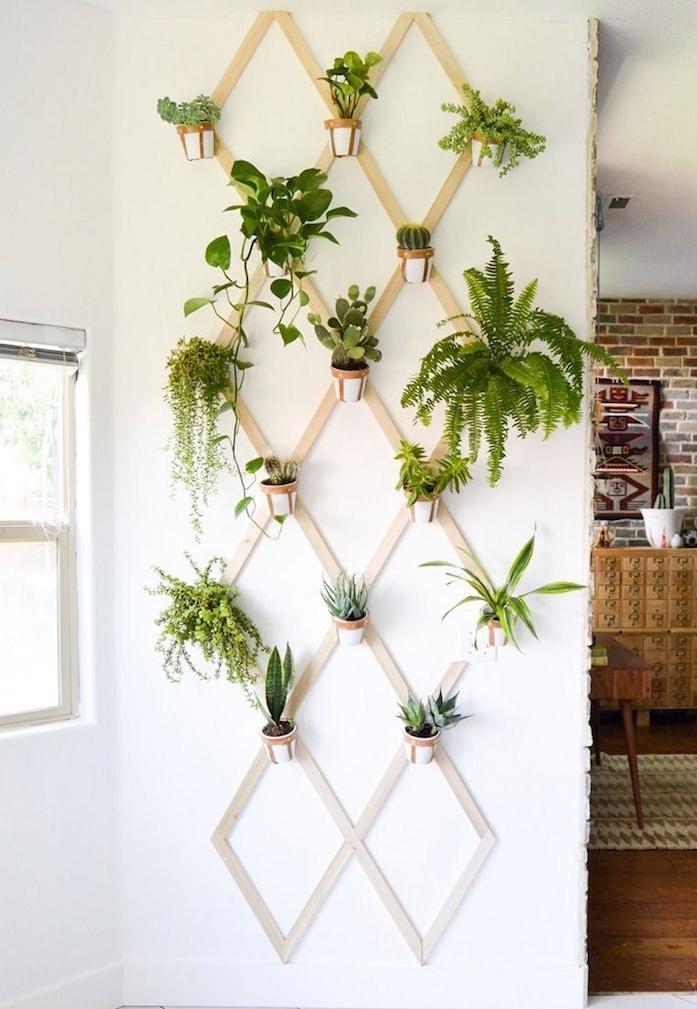 jardiniere moderne avec pots de fleurs suspendus au mur