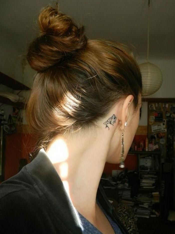 Emplacement tatouage derrière l oreille magnifique loup