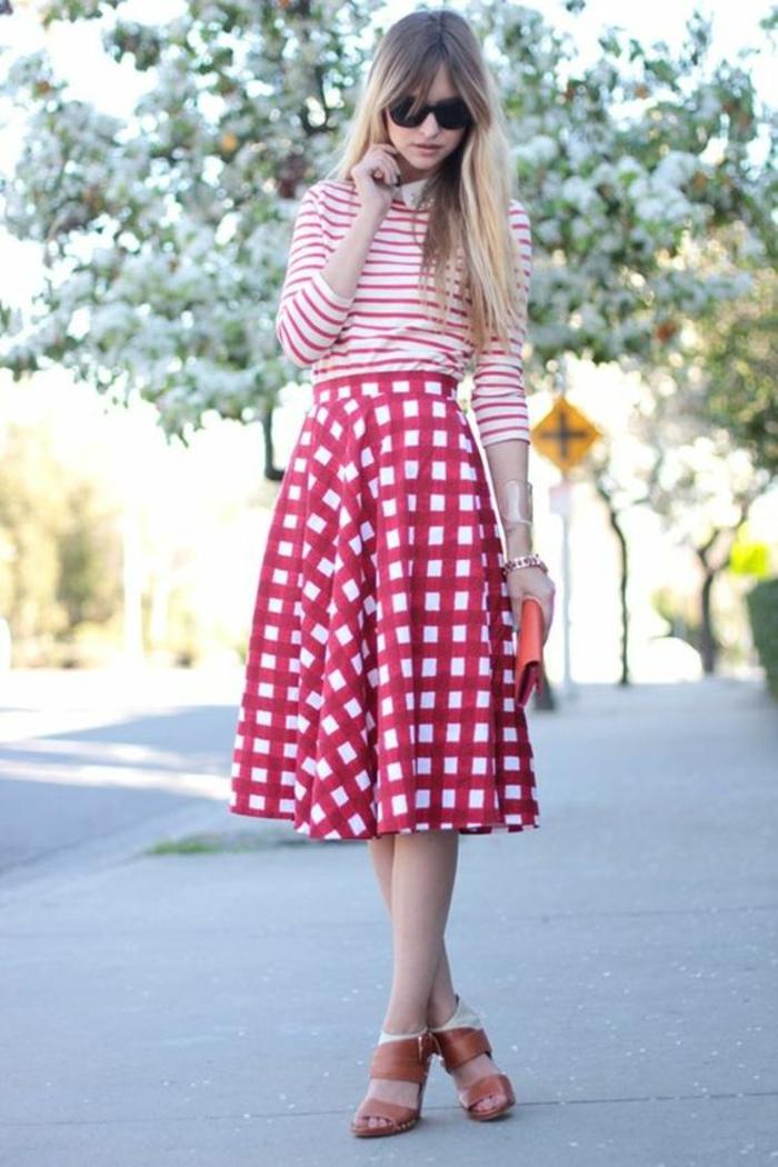 Robe chic tenue en rouge et blanc idée vêtements