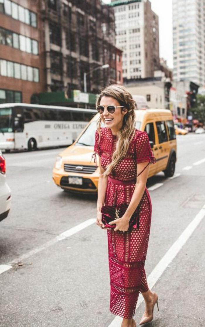 Robe chic tenue en rouge et blanc idée vêtements dentelle moderne idée