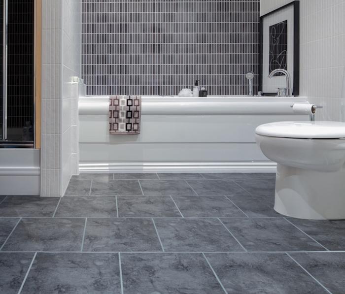 idée rénover salle de bain déco sol lino imitation carrelage béton