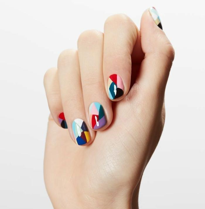 comment avoir de beaux ongles, manucure multicolore, ongles à motifs triangulaires, nail art
