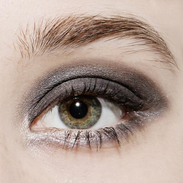 maquillage de tous les jours, fard à paupières nuances sombre, sourcils, yeux verts, maquillage smoky