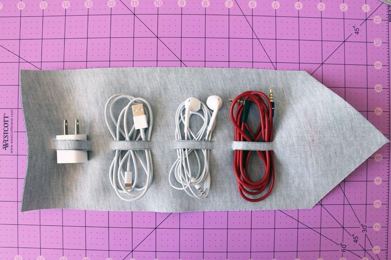 mettre les câbles dans les anneaux, cadeau fête des pères original, écouteurs, chargeurs, prise, autres câbles