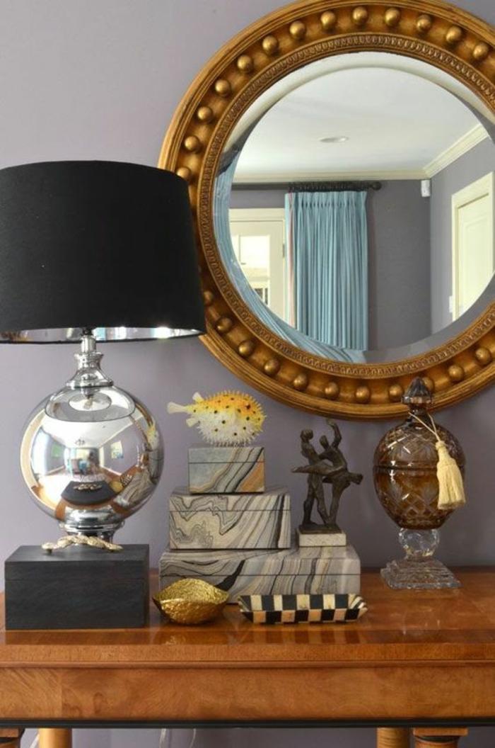 miroirs vintage miroir doré rond au cadre orné de boules dans une entrée ouverte sans portes