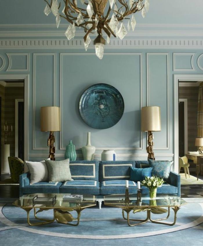 miroir sorcière grand miroir miroir vintage aux reflets bleuatres intérieur en bleu avec un lustre en cristal
