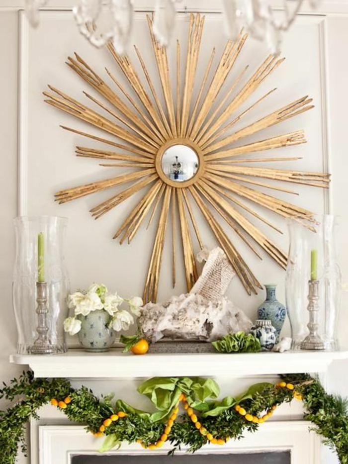 miroir sorcière soleil aux rayons en bois dans un intérieur blanc et baroque