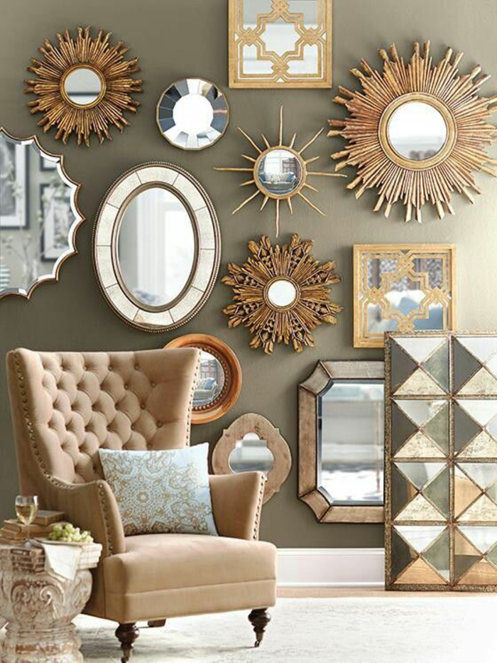 mirois soleil tout un mur de miroirs de formes diverses grande illumination
