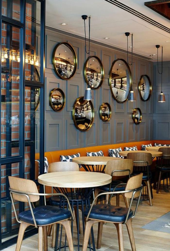 oeil de sorciere multiples pièces dans un local pour manger restaurant