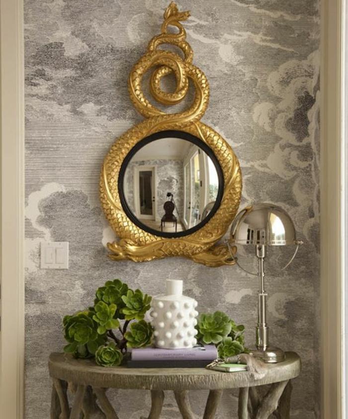 grand miroir ancien avec deux dragons qui enroulent leurs corps cadre doré