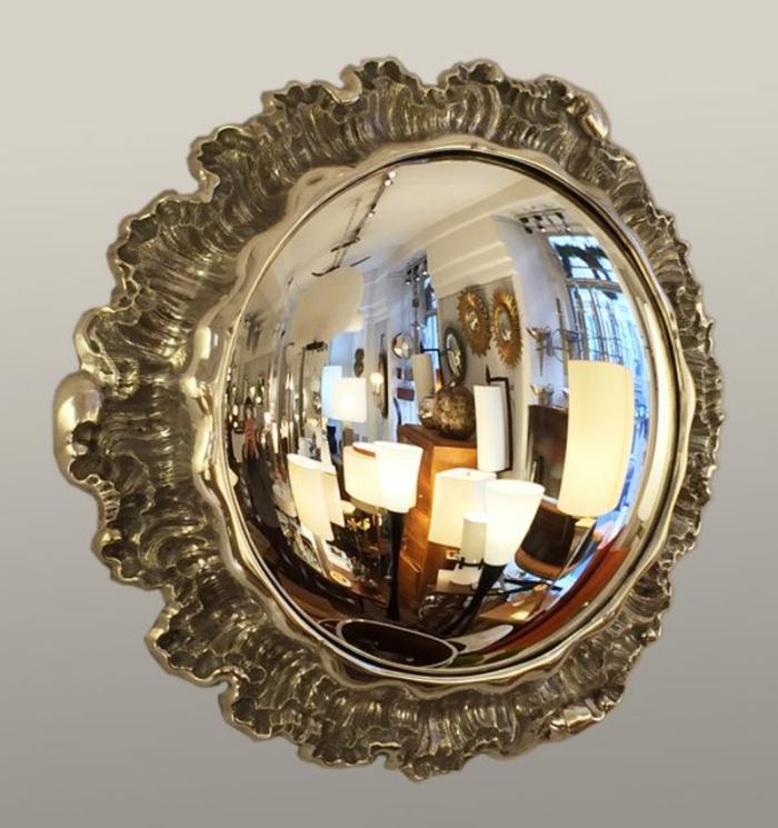 miroir de sorcière dans un style antique vintage effet cadre ondes perle