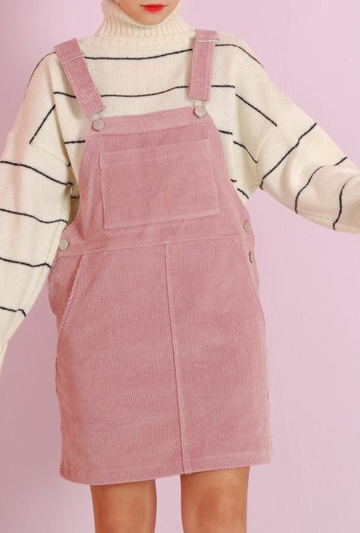 annee 80 look robe salopette rose avec pull aux rayures fines noires aux manches chauve-souris