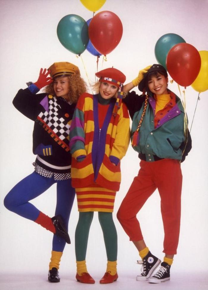 mode année 80 tenues aux couleurs vives barette et casquette baskets manches chauve souris