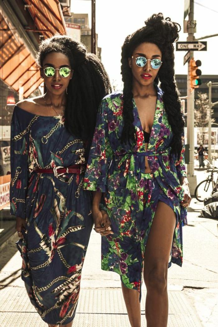 comment porter l'imprimé ethnique africain, robe ethnique ceinturée combinée avec des lunettes rondes
