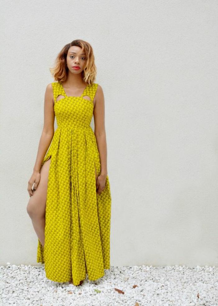 comment adopter la mode ethnique africaine, longue robe fluide fendue avec des bretelles échancrées