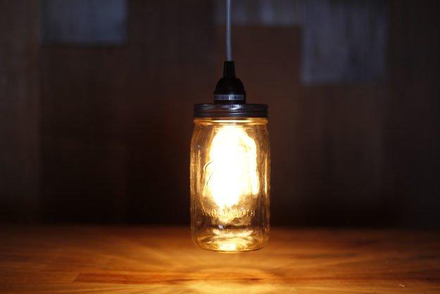 idée comment faire une lampe à partir un bocal en verre, idée luminaire industriel, activite manuelle pour adultes