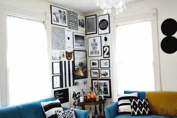 cadre photo personnalisé, plaid jaune avec franges, canapés bleus, grandes fenêtres, bouteuilles