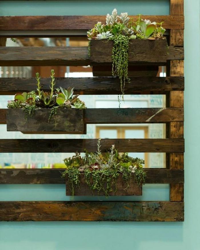 mur vegetal, transformation d'une palette de bois en jardinière