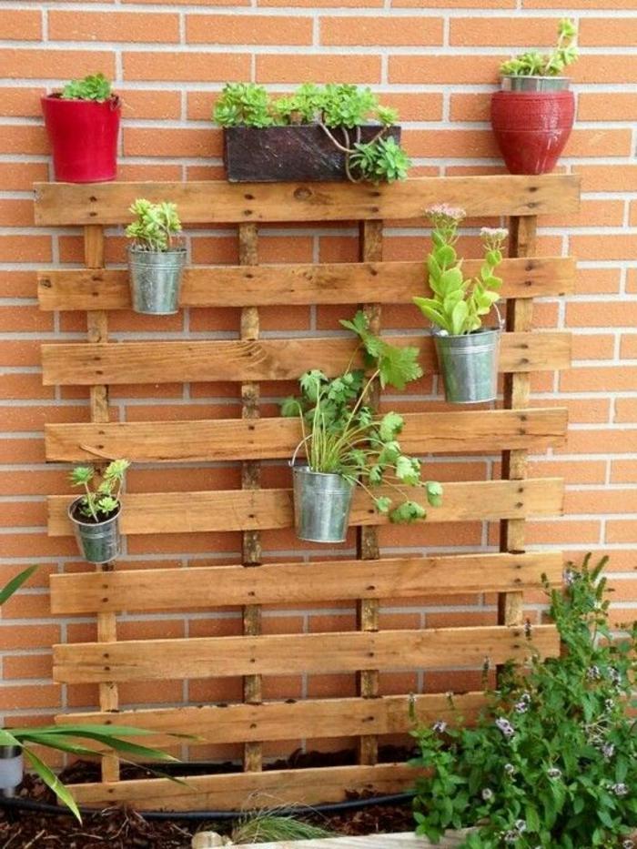 Palette mur vegetal mur vgtal duangle en palette with for Fabriquer un mur vegetal avec palette