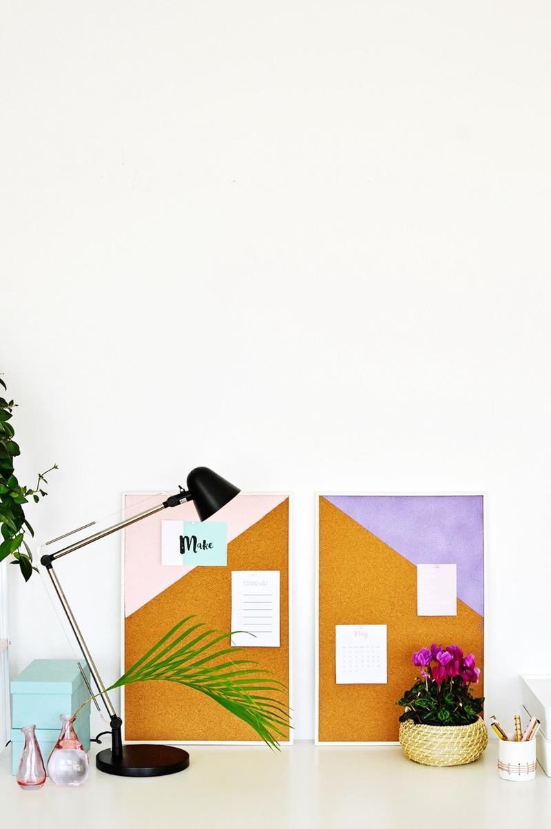 idée comment customiser un panneau d affichage en liege, triangle colorés, de petites notes, idee amenagement espace travail a la maison, activite manuelle