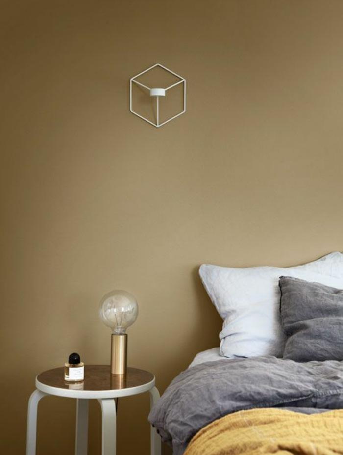quelle couleur choisir pour une chambre à coucher élégante et chaleureuse, mur peint en couleur ocre