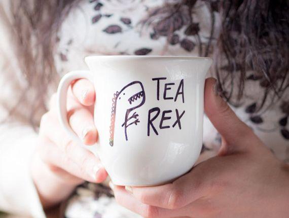 customiser un mug au feutre, jeu de mots, activite manuelle, projet de bricolage adulte facile et rapide