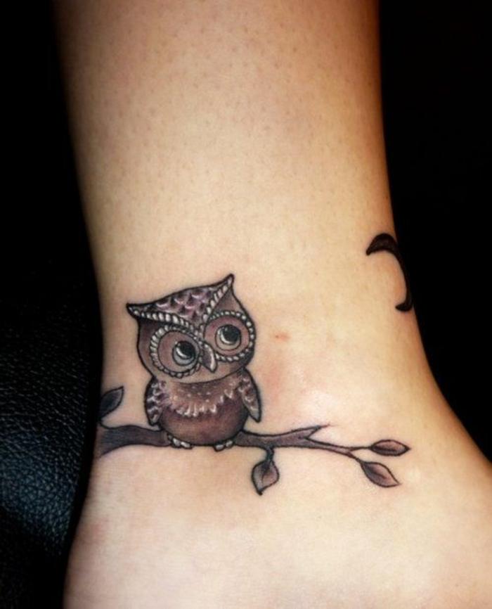 Quel tatouage plume oiseau tatouage femme bras hibou sur branche