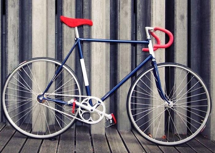 vélo fixie vintage cadre bleu marine guidoline rose