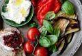 Le plateau antipasti – l'art de préparer un plateau de charcuterie et de fromages