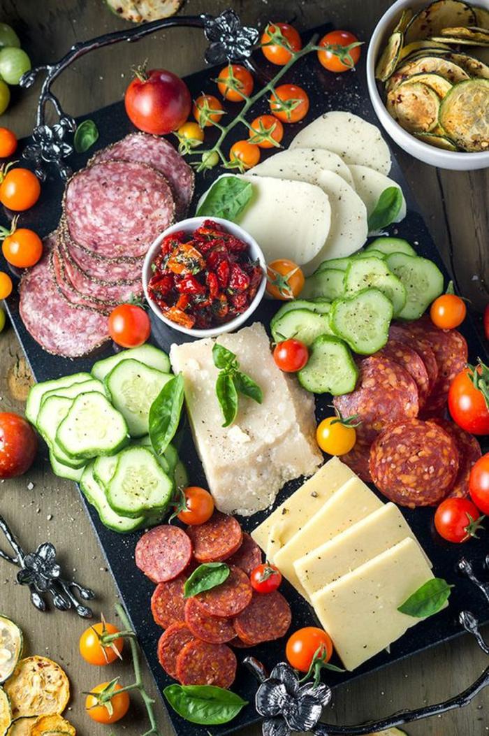 comment préparer un délicieux plateau antipasti italien, idées pour un apéro d'été