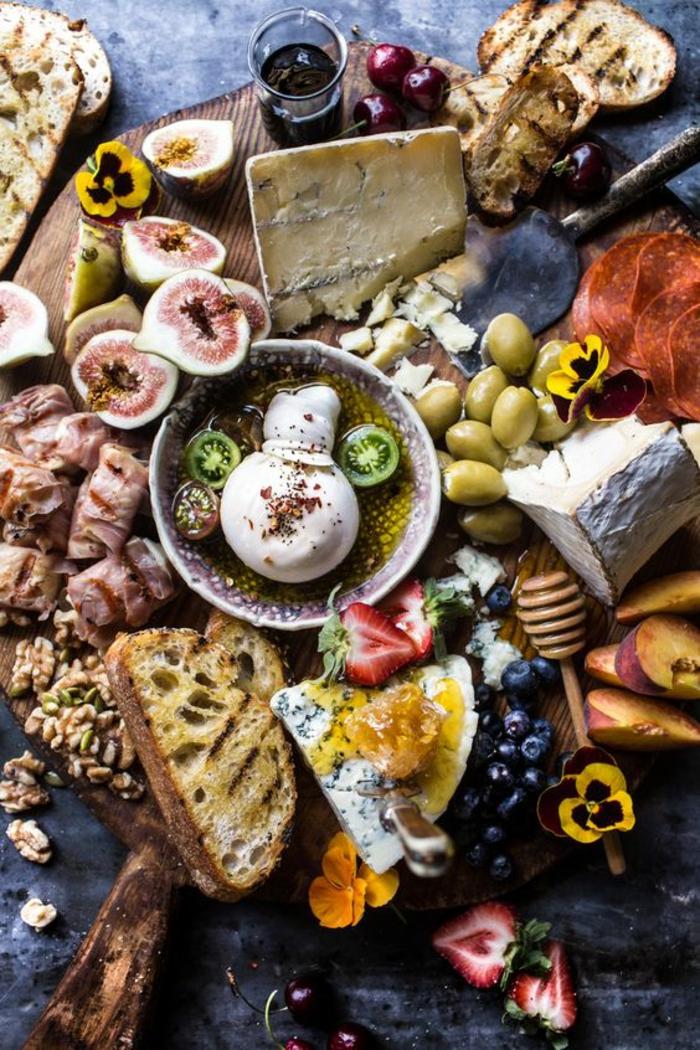 une simple entrée d'été aux saveurs méditerranéennes, comment arranger un antipasti italien