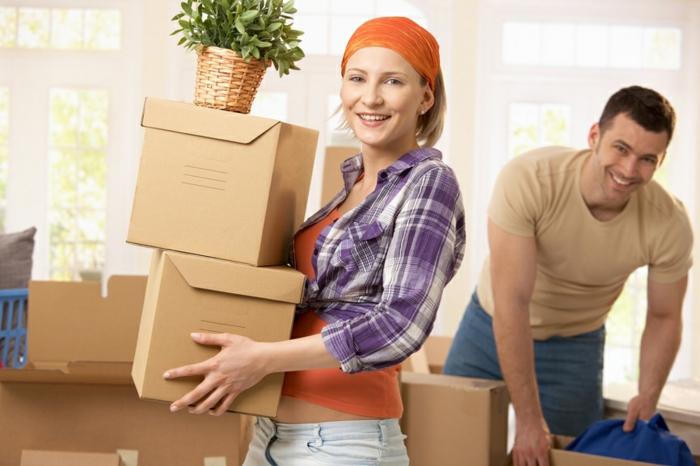 préparer son déménagement, couple qui a déménagé dans un nouveau logement