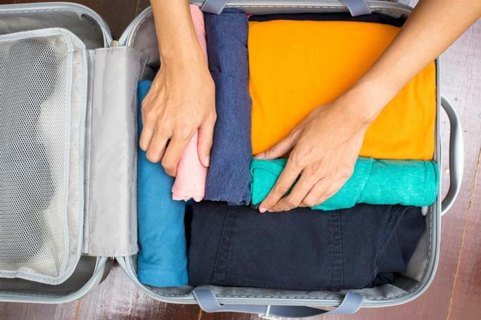 préparer son déménagement, ranger proprement son bagage dans une valise