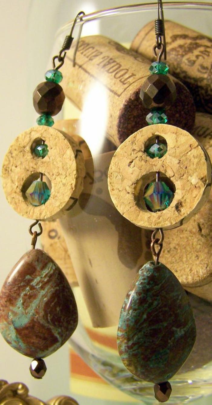 que faire avec des bouchons en liège, jolies boucles d'oreilles avec pierres décoratives
