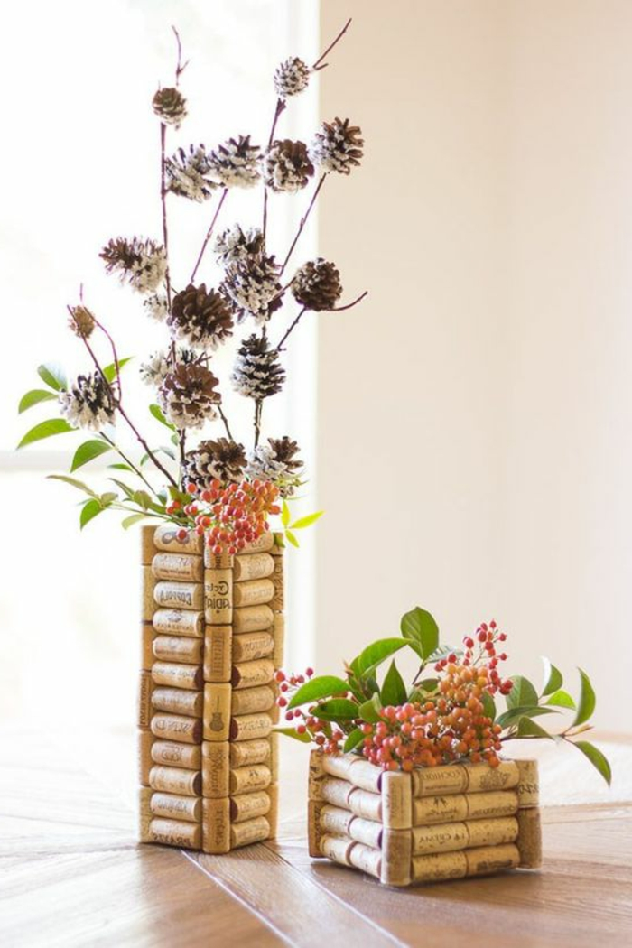 que faire avec des bouchons en liège, vases diy au design de liège
