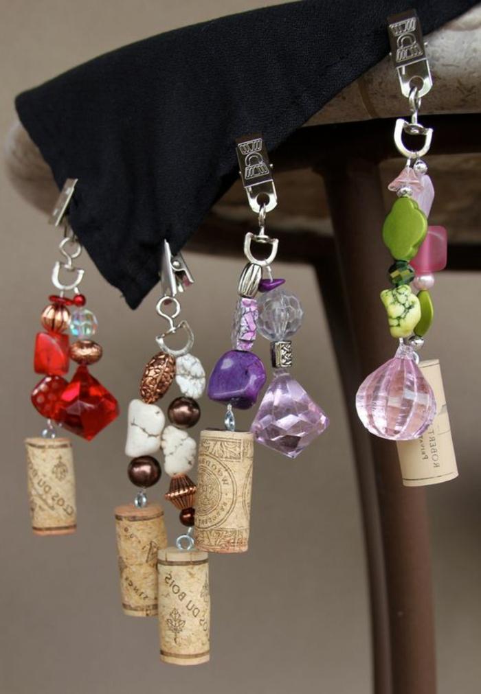 que faire avec des bouchons, bijoux originaux faits avec pierres et bouchons de liège