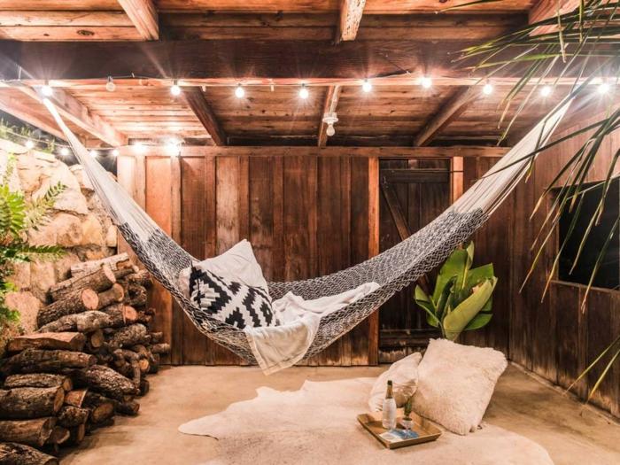 chose a faire quand on s ennuie, hamac suspendu, comment bien se reposer, plafond en bois, faire une sieste
