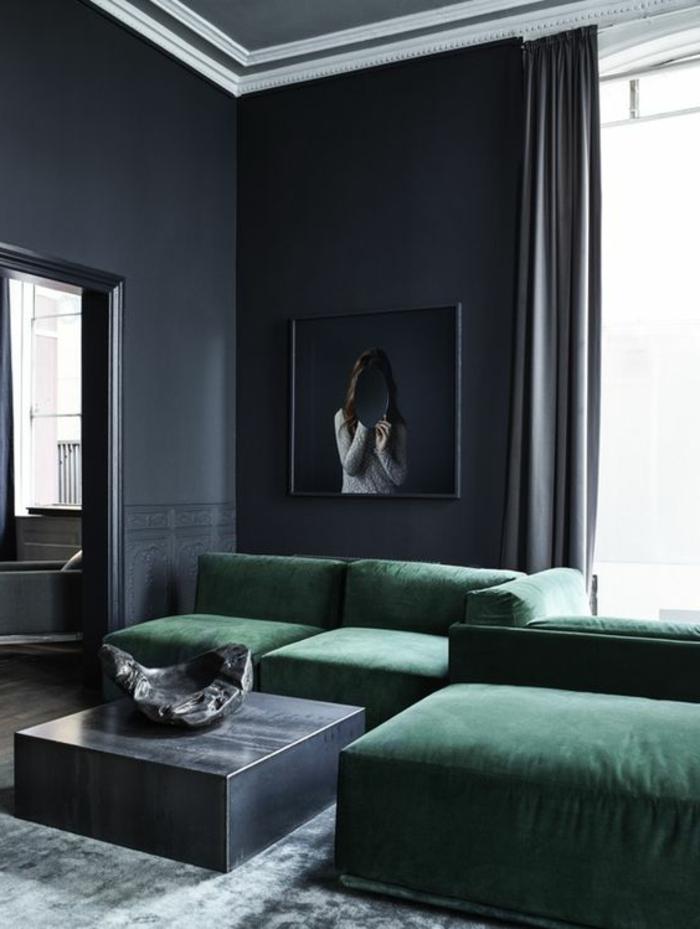 quelle couleur avec du gris, sofa vert émeraude, table carrée, peinture murale grise