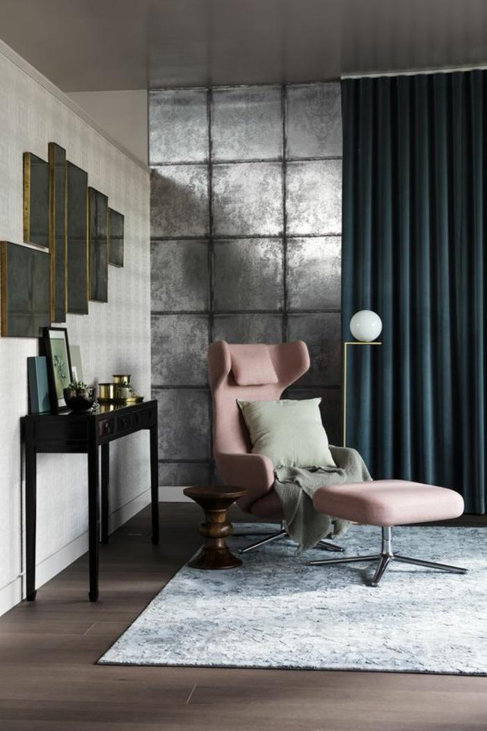 quelle couleur avec le gris, revêtement mural dalles grises perlées, fauteuil ergonomique rose