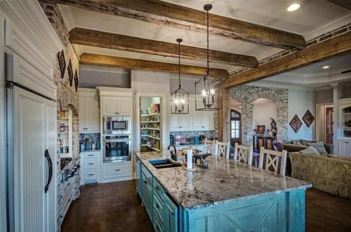 cuisine rustique, plafond blanc avec poutre en bois, suspension luminaire, cuisine actuelle, cuisine ouverte