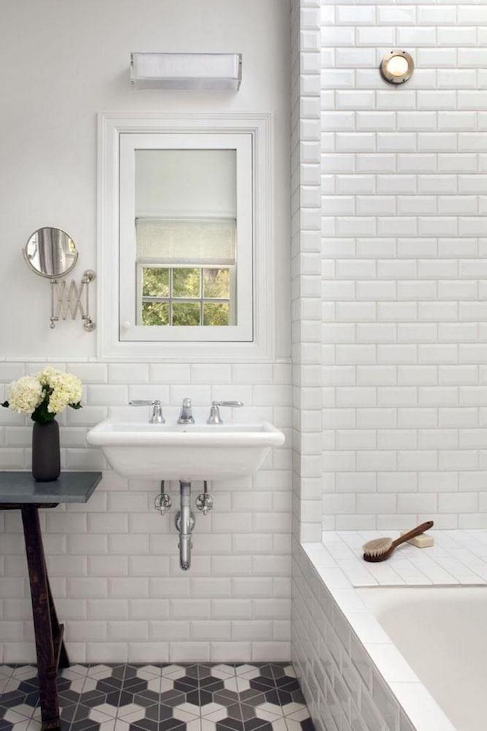 renovation de salle de bain renover salles eau douche bains murs blancs peindre carrelage mosaique