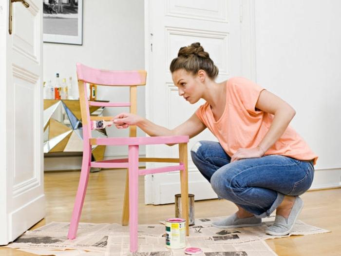 idée activité créative adulte, repeindre une chaise, idée comment customiser un meuble à la peinture rose