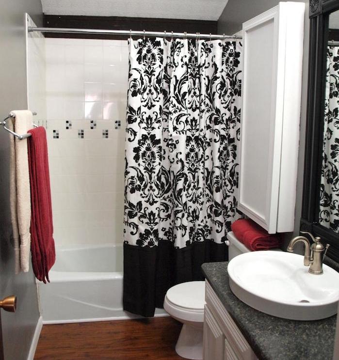 rideaux de douche style design décoration élégant décoartion noir et blanc salle de bain