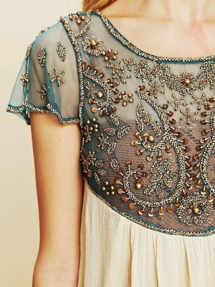 robe année 20, tulle bleue et plusieurs paillettes, robe en deux matières bicolore