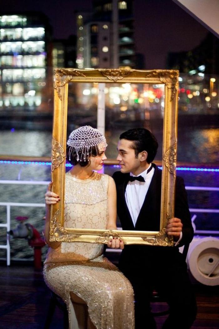 robe année 20, homme en costume officiel et femme en robe de style gatsby