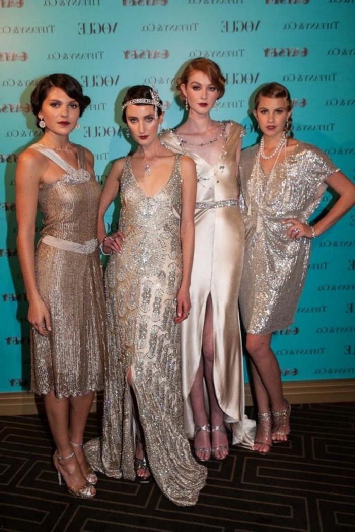 robe année 20, femmes habillées au style flapper, coiffures vintage, sandales à talons hauts