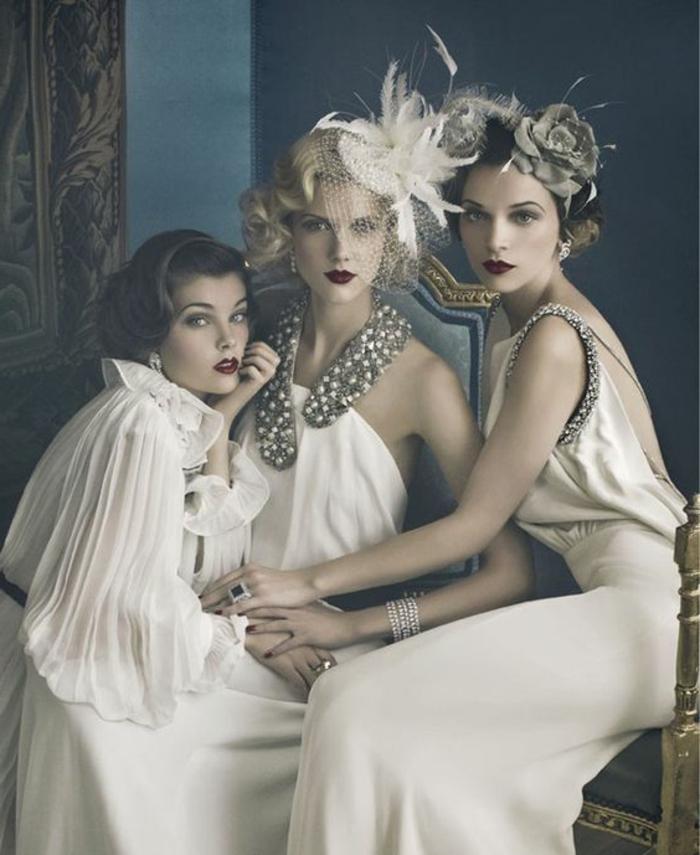 robe année 20, trois femmes habillées comme flappers, chemise plissée blanche, robes élégantes