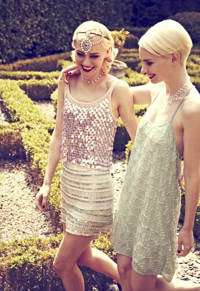 robe année folle, femmes aux coupes courtes, des robes mini avec bretelles, serre-tête élégant