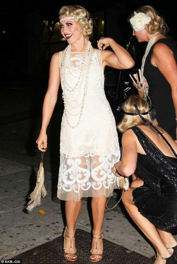 robe année folle, robes flapper en noir et blanc, trois femmes habillées comme à l'ère du jazz