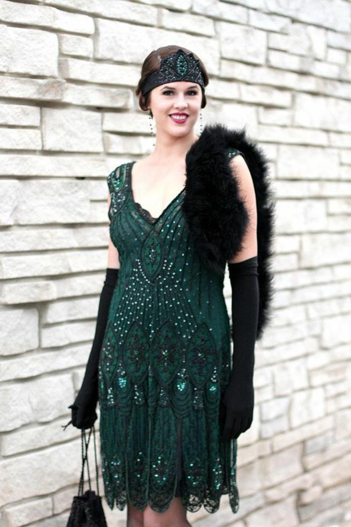robe années 20, robe verte vintage, foulard fourrure noir, gants longs noirs